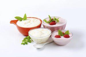 yogurt con frutas variadas